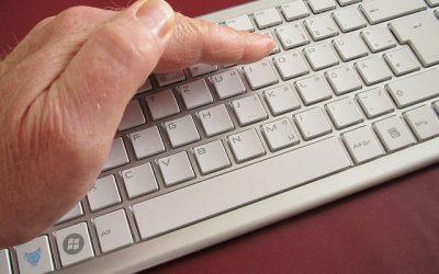 Cât timp trebuie păstrat secretul de serviciu dacă nu se semnează o clauză de confidenţialitate?