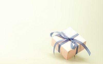 8 Martie  – cum să oferi corect fiscal un cadou încât să nu diminuezi salariul angajatelor